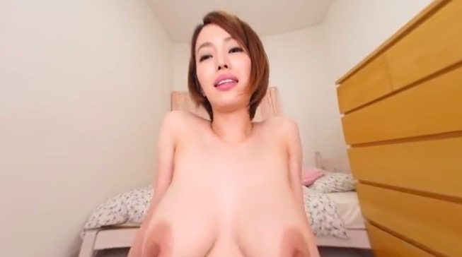 Asian MILF and amazing boobs in VR