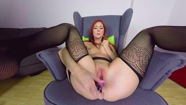 Mature dildo pleasures with Katie