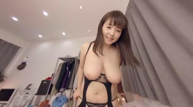Bit tits in lingerie VR